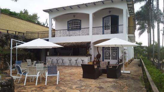 Confraria Colonial Hotel Boutique: Restaurante com área externa super simpática