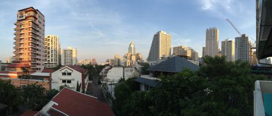 Sawasdee Hotel @ Sukhumvit Soi 8: Aussicht v. Balkon