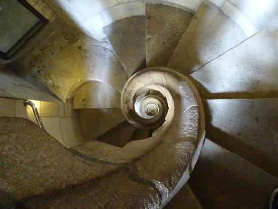 Foto de bas lica de la sagrada familia barcelona escalera de caracol que lleva a una de las - Escaleras de caracol barcelona ...