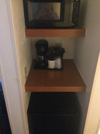 Fairfield Inn & Suites San Antonio Boerne: microwave, coffee, frig