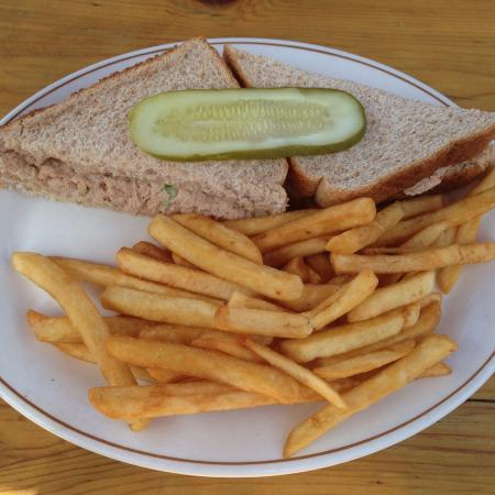 Miette Hot Springs Resort: tuna sandwich