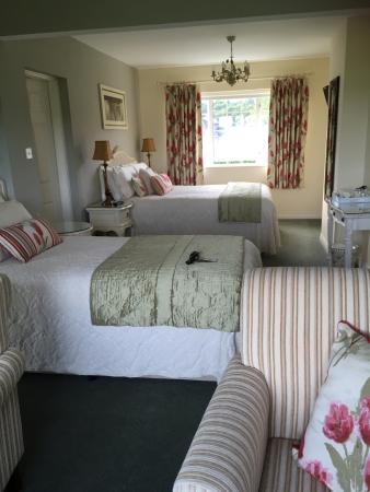 Bay View House Bed & Breakfast: Dual aspect room