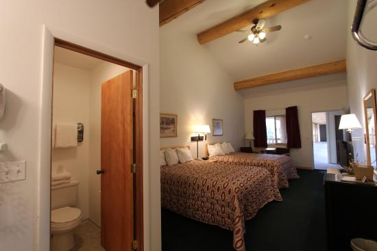 Moose Creek Lodge and Suites: Guest Room
