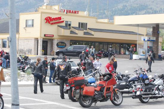 Howard's Lakeshore Inn : Excellent stop for motorcycle travelers