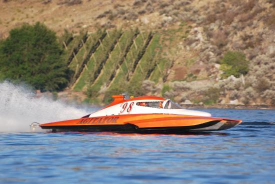 Howard's Lakeshore Inn: Hydro Plane Races