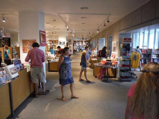 NATIONAL GALLERY Gift Shop - Picture of National Gallery of Canada ...