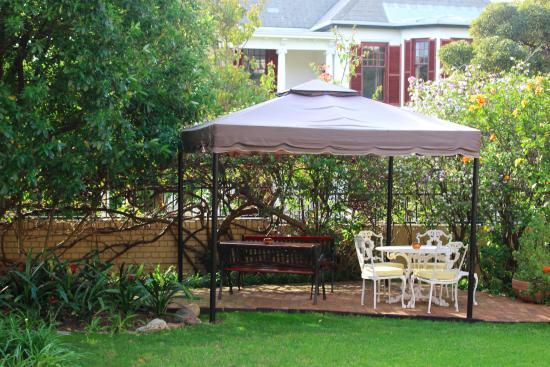 Carmichael Guesthouse: A quiet outside retreat