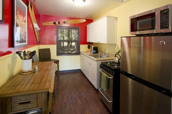 Holiday Haus Motel: Casita Kitchen