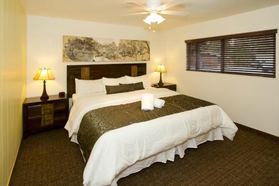 Holiday Haus Motel : Casita Bedroom