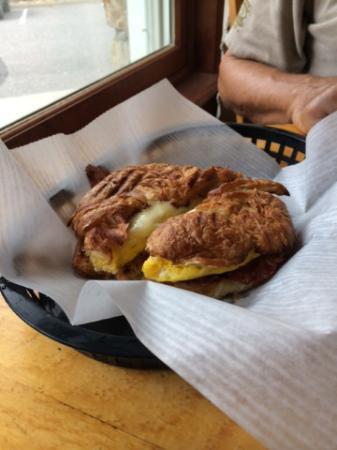 Mountain Mocha Cafe : bacon/egg/cheese croissant-delicious!