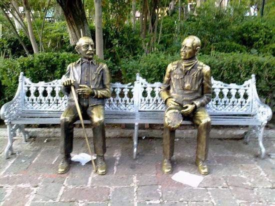 Viejitos en el parque estatua picture of jardin de san - Estatuas de jardin ...