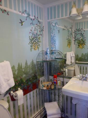 Hand painted wall mural instead of wallpaper Picture of Greenleaf