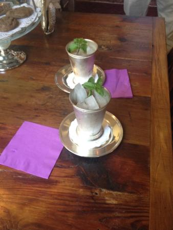 Historic Oak Hill Inn: Mint Juleps