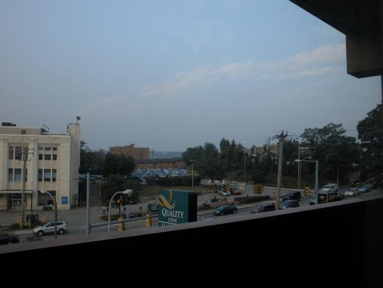 Quality Inn University Center: Also, view from our room - 2nd floor