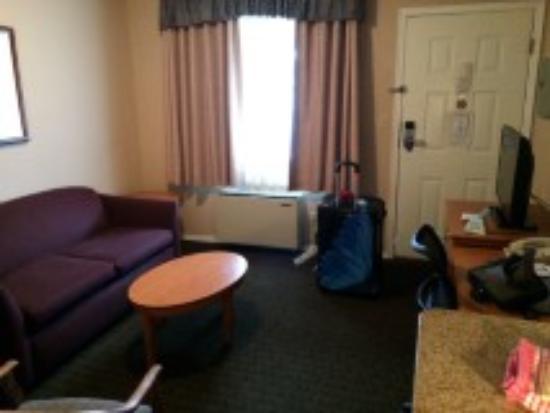 BEST WESTERN Capilano Inn & Suites: little living room