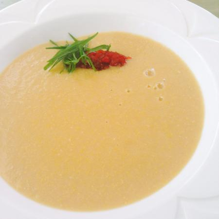 Le Papillion Cafe: corn soup with pepper marmalade