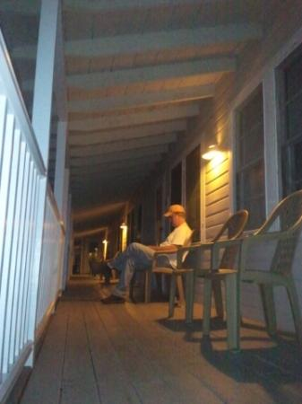 Highland Lake Resort: Husband on wi-fi on the porch