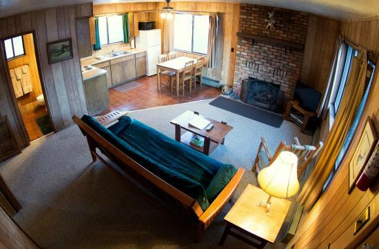 Antler Ridge Resort Cabins: 2 Bedroom Cabin living area and kitchen