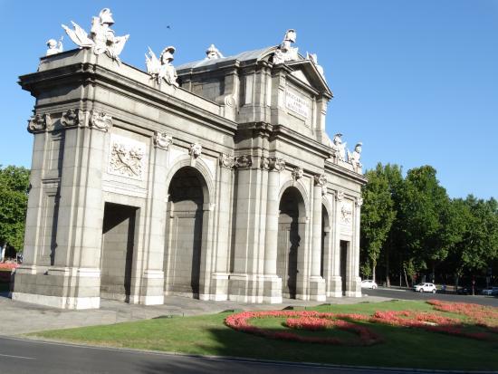 Porta de alcala picture of puerta de alcala madrid - La puerta de alcala ...