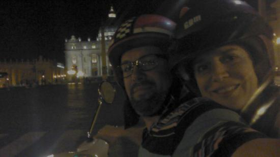 Joy Ride Scooter Rental: Paseo Nocturno por Roma.