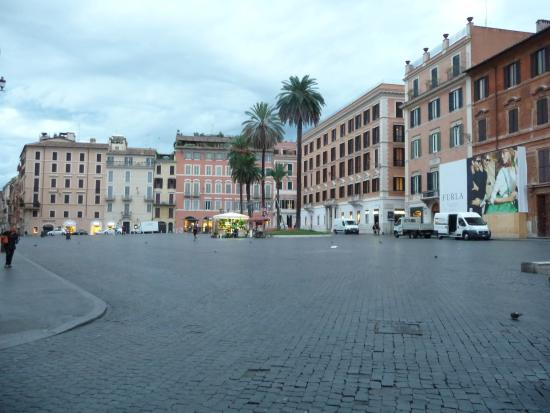 Garibaldi Suites: Piazza