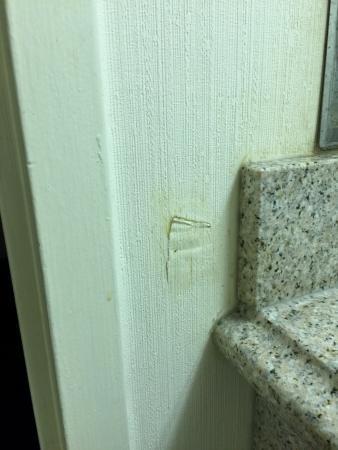 Quality Inn Ledgewood: Bathroom wall paper ripped.