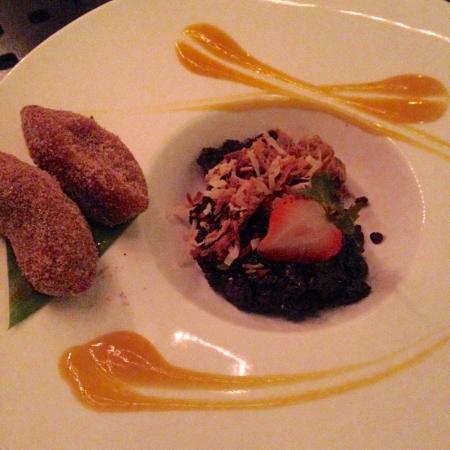 Roy's Waikiki Beach: Sublime dessert: sticky black rice, papaya sauce, mochi fritters