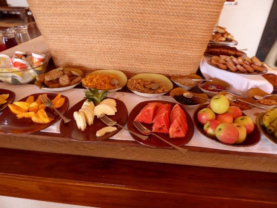 Escarpment Luxury Lodge: Part of the breakfast buffet selection