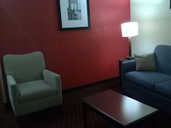 Comfort Inn & Suites: About as plain vanilla and average as you can find