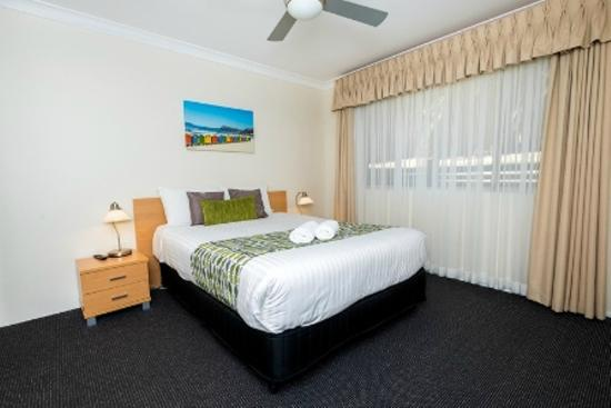 Beaches Serviced Apartments: All units have queen bed, ceiling fans, safe in main room