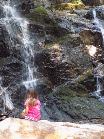 Lodgepole Campground: Waterfalls near Crystal Cavern