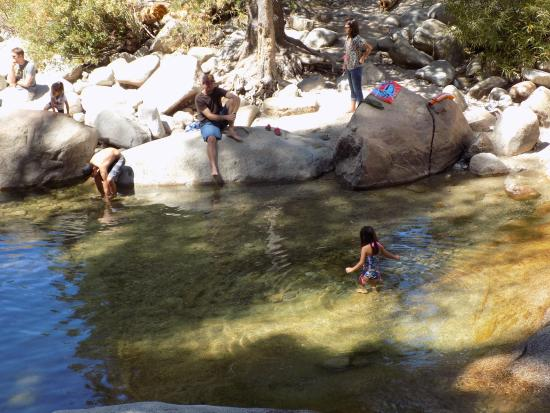 Lodgepole Campground: Swimming area near bridge