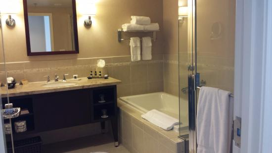 Pala Casino Resort and Spa: bathroom