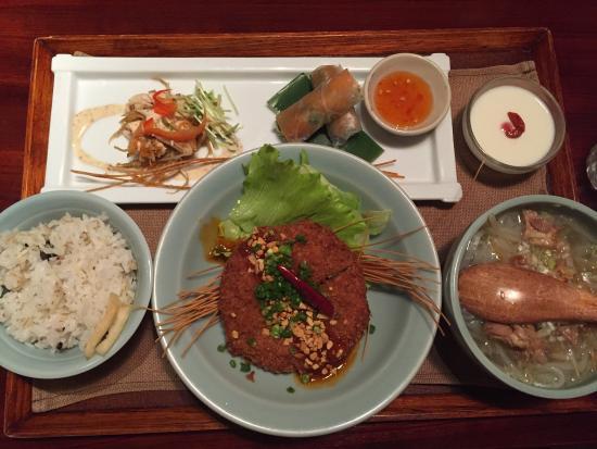 Asian Dining Kingyoran : 日替わりランチセットは1000円でこのボリューム