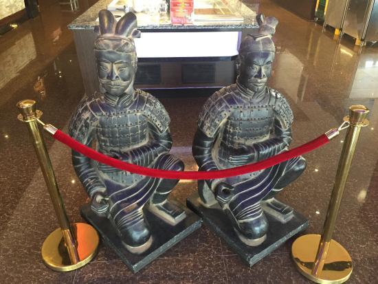 statues de guerriers et chevaux en terre cuite du tombeau. Black Bedroom Furniture Sets. Home Design Ideas