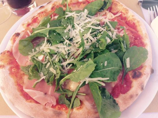 Pizza with parma ham and rocket salad picture of bar for Bar food 62 pisa