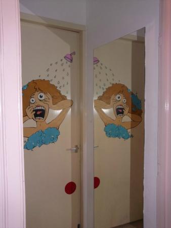 Breda Hostel: Shower 2