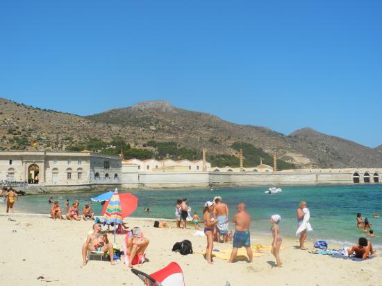 Matrimonio Spiaggia Favignana : Levanzo i faraglioni foto di egadi escursioni
