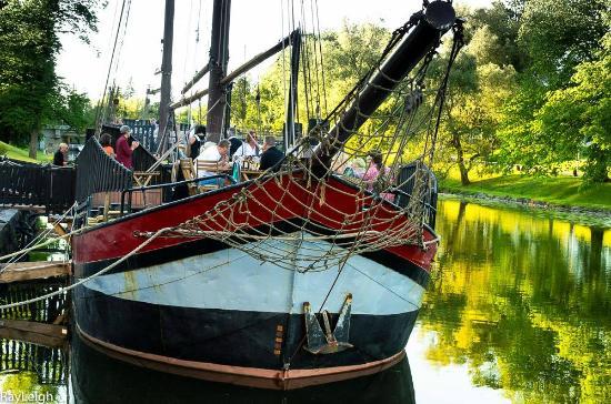 Bistro Aboard Esperanza