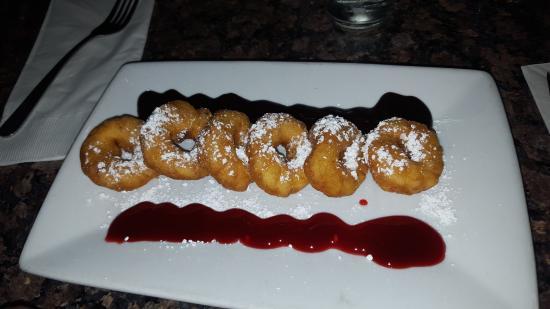 Sammy's Woodfired Pizza & Grill: Donuts con salsa di lampone e cioccolato