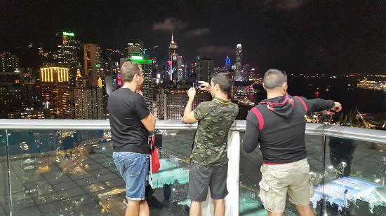 Metropark Hotel Causeway Bay Hong Kong: vista dalla terrazza all'ultimo piano