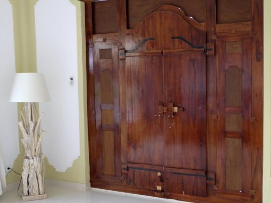 Hibiscus Cottages: Türe von innen