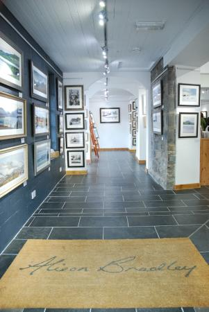 Betws-y-Coed, UK: Inside Alison Bradley Gallery