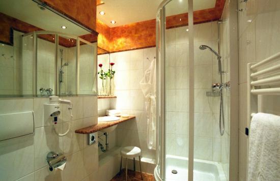Badezimmer - Bild von Johannesbad Thermalhotel Ludwig Thoma, Bad ...