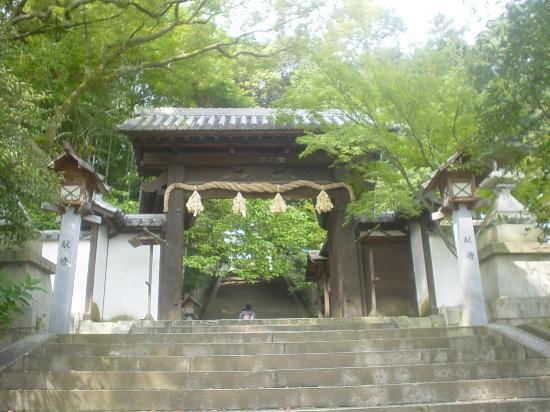 Shinome Shrine: 少し階段があります