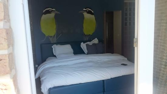 B Guesthouse: king size bed