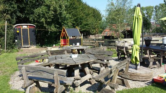 Rosmalen, เนเธอร์แลนด์: Gezellig klein terrasje