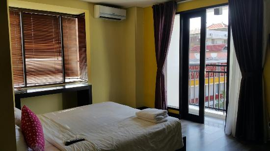 The Spot Legian: View of Simpsons room. Great room but hot in the afternoon because the sun shines directly at th