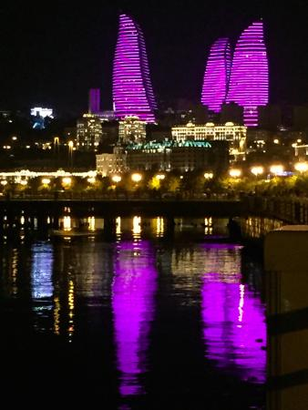 lichtspektakel eine jede nacht bild von flame towers baku tripadvisor. Black Bedroom Furniture Sets. Home Design Ideas