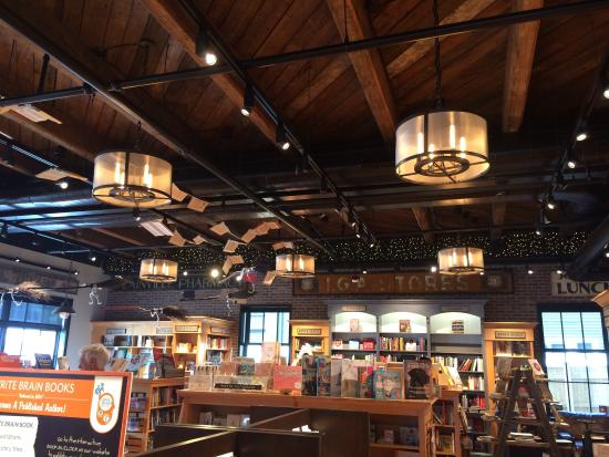 Plainville, MA: This is the main floor. You can see how magical it is! Harry Potter broomsticks and open books h